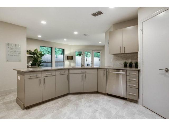6201 Twin Oaks Kitchen