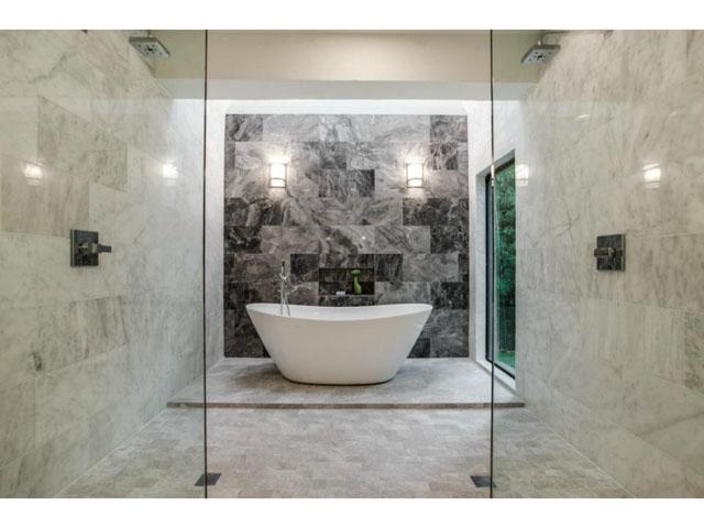 Glamorous 5-star bathroom