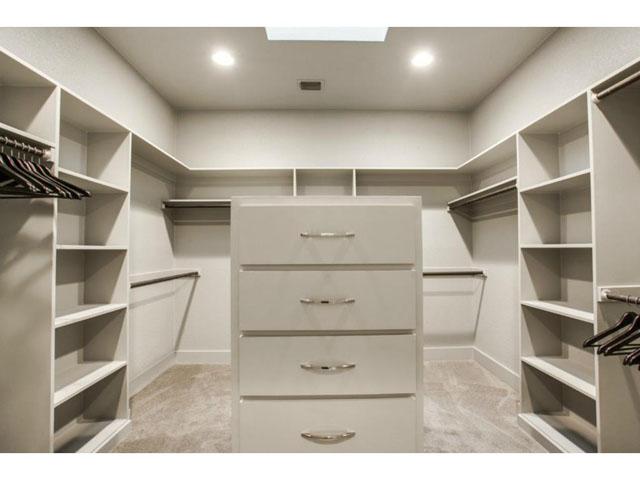 6201 Twin Oaks Master Closet