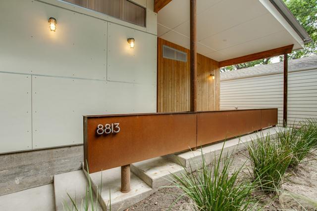8813 Diceman Front Porch