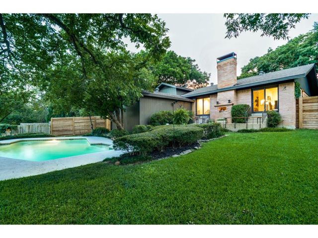 10882 Caprock backyard2