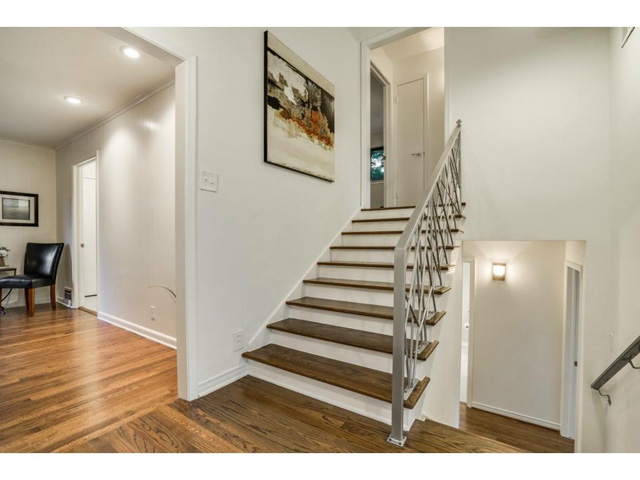 Friday Four Hundred Renovated Split Level In Lochwood Has