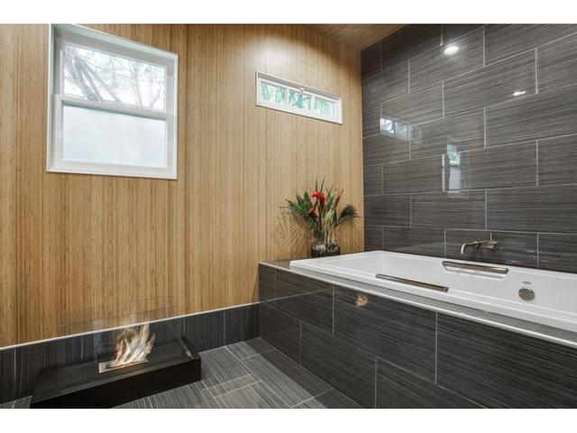 114 N. Edgefield Master bath 2