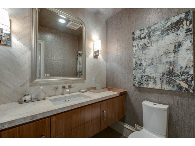 3625 Bryn Mawr Powder Bath