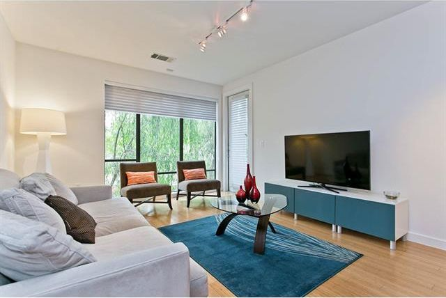 oak lawn condo