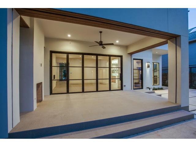 4425 Southern Porch
