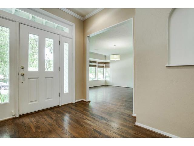5935 Deseret Foyer