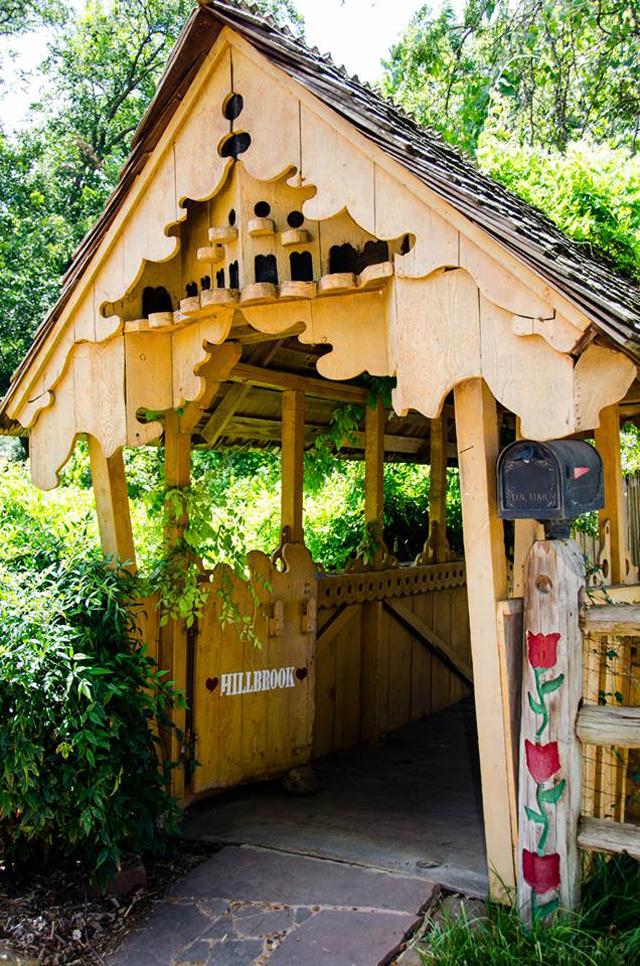 Swan House Entry