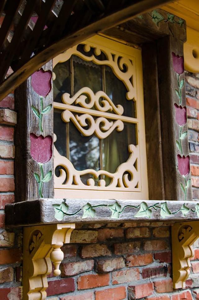 Swan House Window Detail