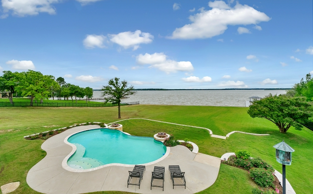 Texas lake house
