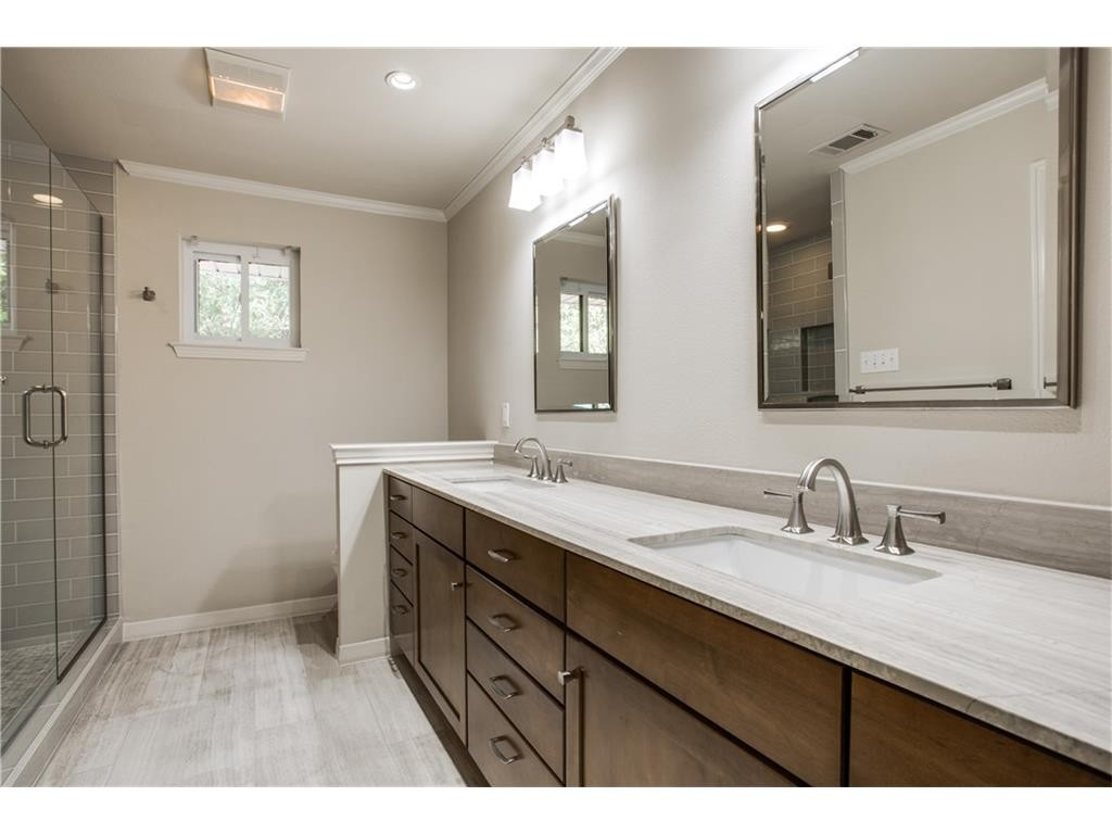 4242 Meadowdale bath 3