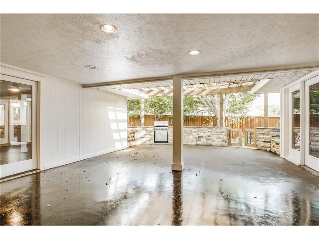 4242 Meadowdale porch
