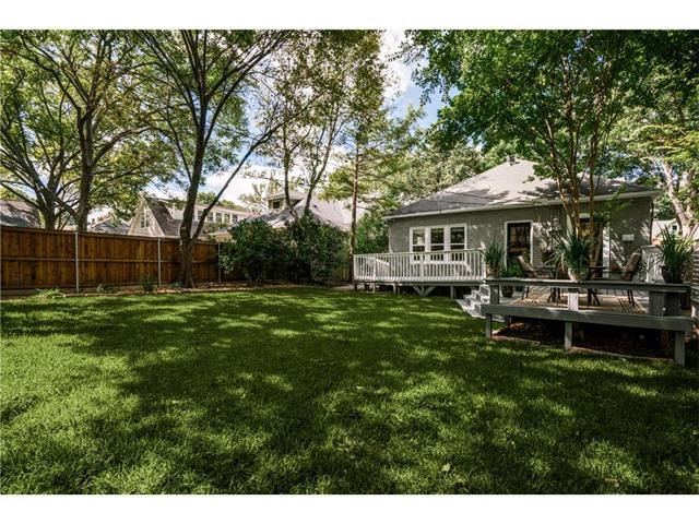 1034 Winnetka Backyard