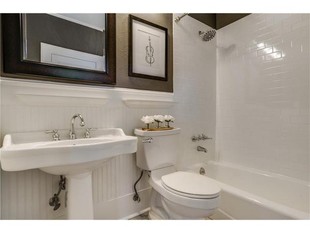1034 Winnetka Bath