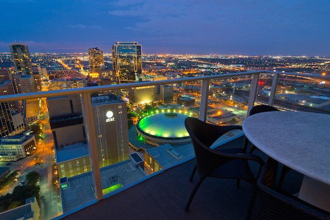 Downtown Dallas Hotels With Balcony