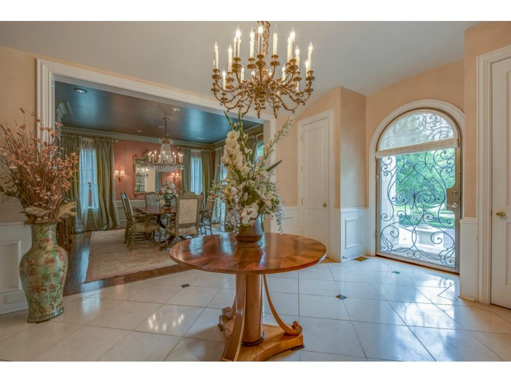 3116 Beverly Drive foyer