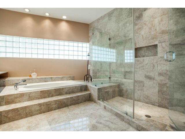 3959 Spinnaker Run Master Bath