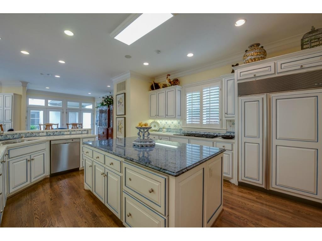6116 Beverly kitchen 1