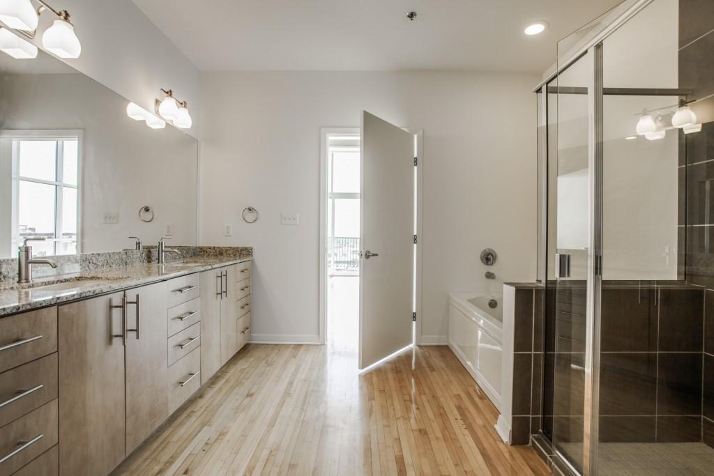 Master Bedroom's Menage et Bath
