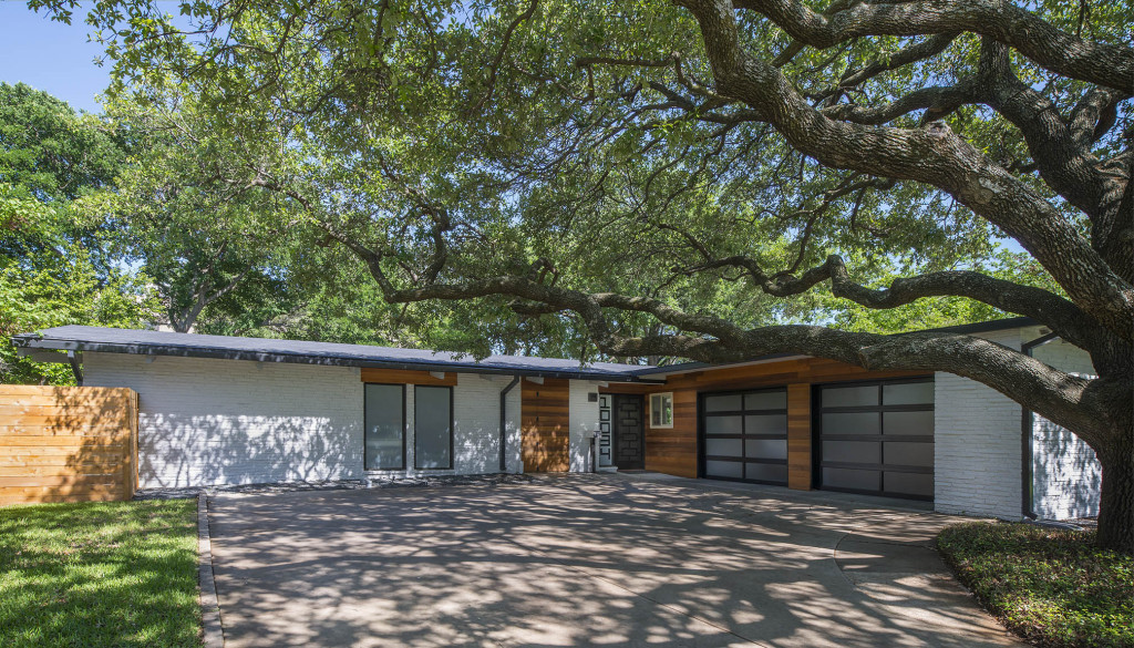 10034 Coppedge Lane is a remodeled mid-century modern featured on the Modern Mile home tour.