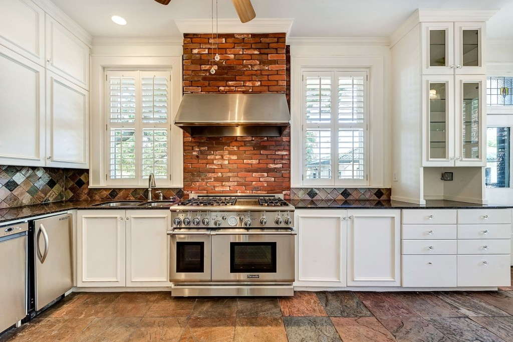 1414 Mistletoe kitchen stove