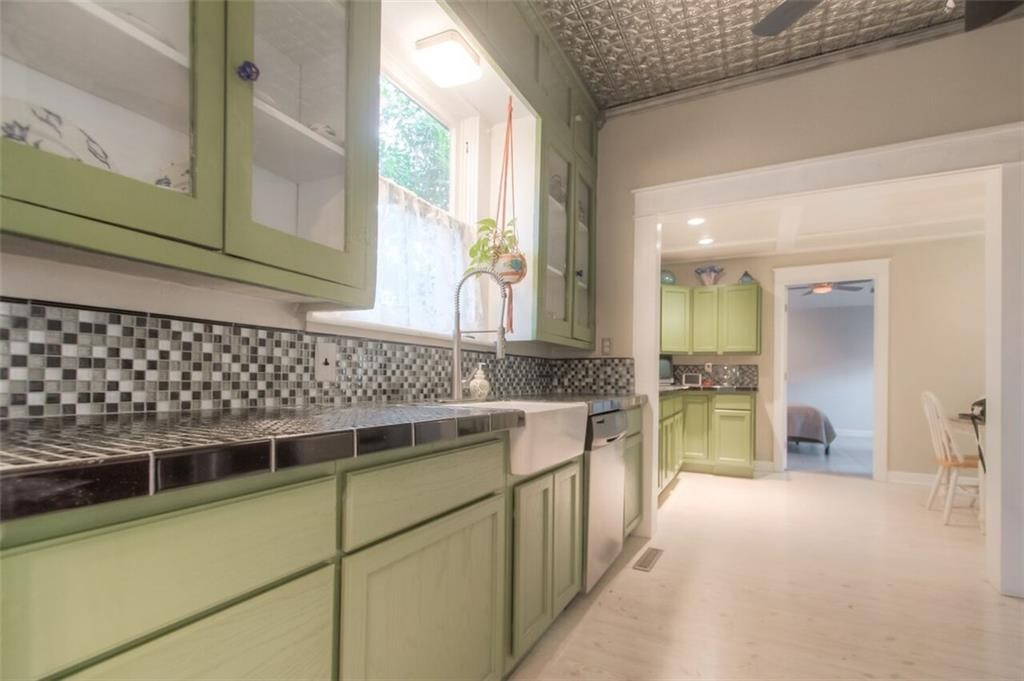 2209 Hurley Ave fw kitchen