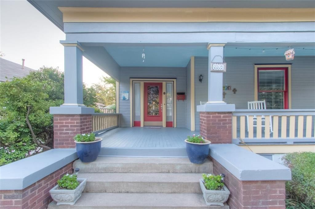 2209 Hurley ave FW porch