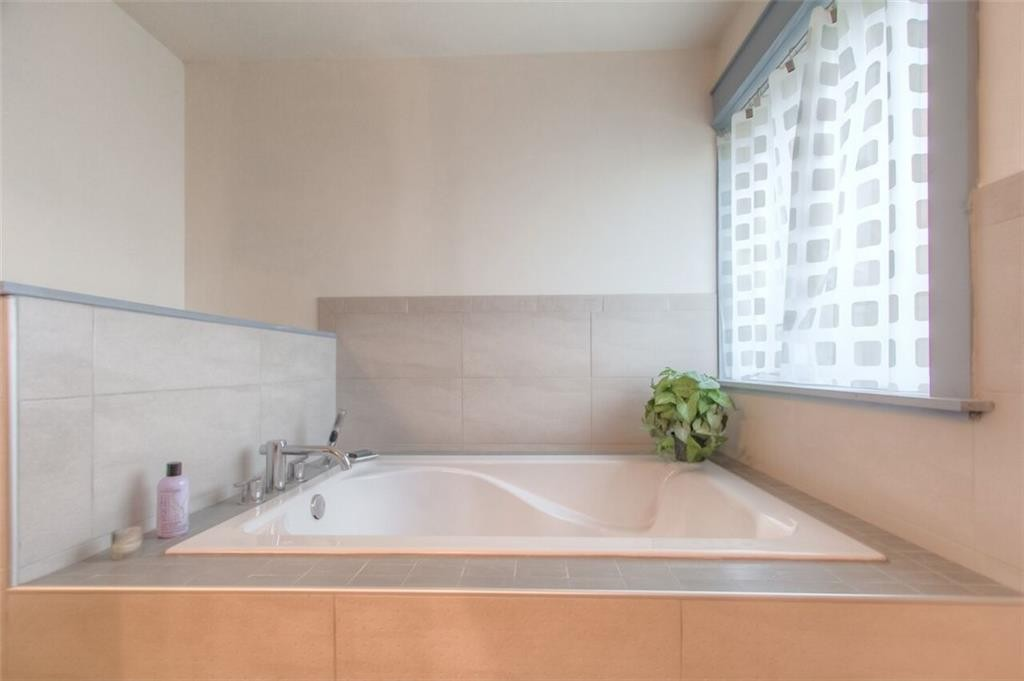2209 Hurley ave fw master 2 tub
