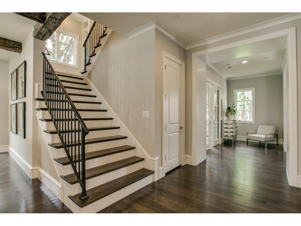 3104 Hanover stairs