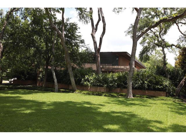 3616 Crescent Front Lawn