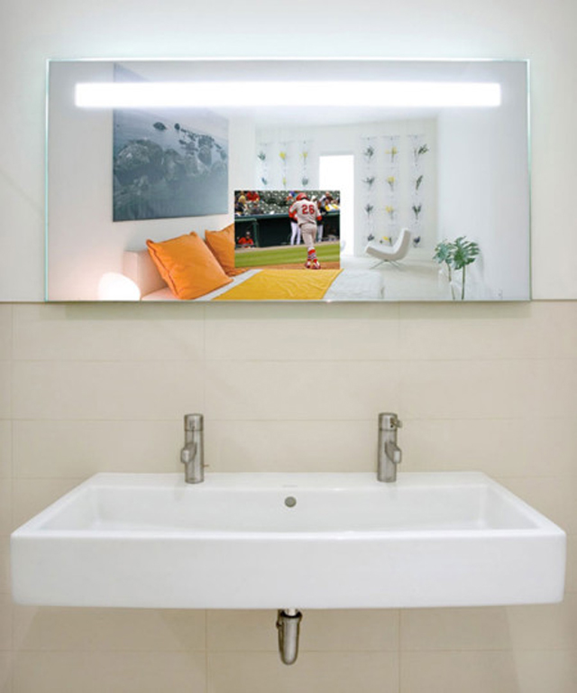 Quantum-Lighted-Mirror-TV-in-The-Hollywood-450x540