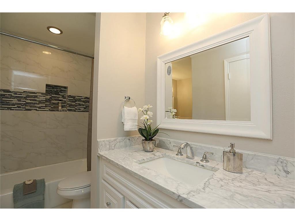 11515 Lochwood Master Bath