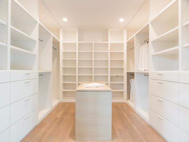 6722 Deloache master closet