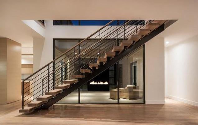 6722 Deloache stairs