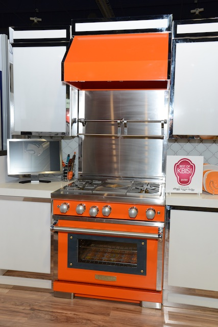 This orange range and hood by Caliber make a statement! (Photo: Lisa Stewart Photography)