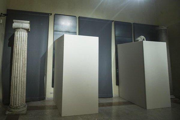 Roman statues boxed up for Iranian President (Jon Williams - @WilliamsJon)