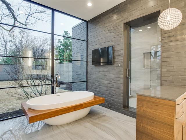 8403 Swananoah Master Bath