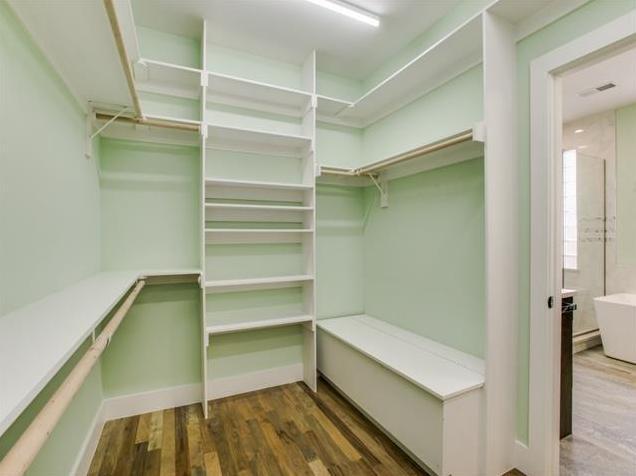 8623 San Leandro Master Closet