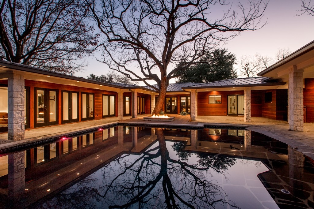 Scott Martsolf, AIA, of Martsolf Architecture renovated this mid 20th century home near Foster Park to add soft architectural forms and a new interior. (Photo: FW AIA)