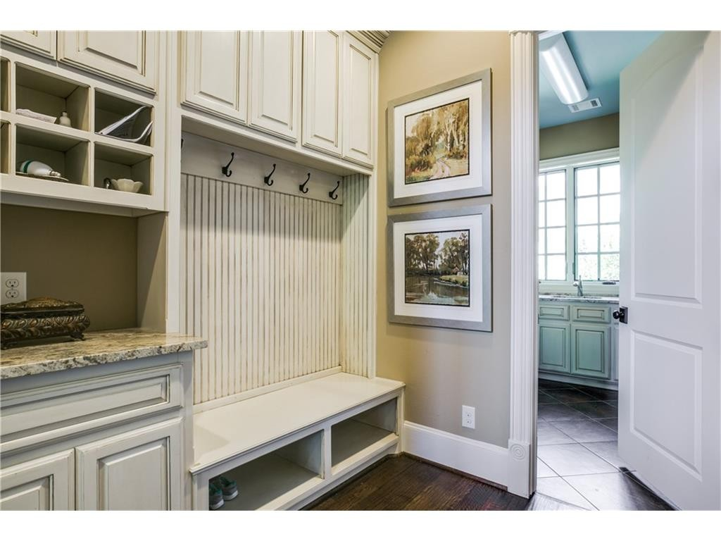 Nonesuch mudroom
