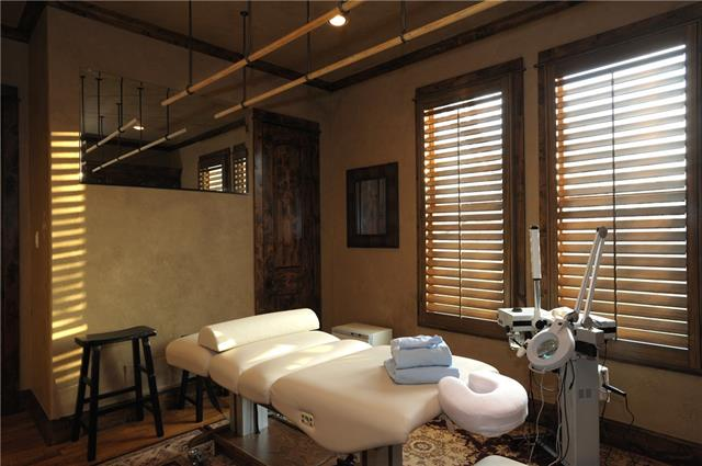 10707 massage facial room