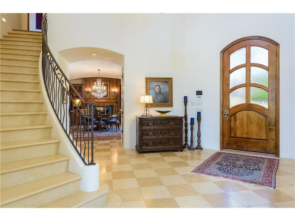 2252 king fisher dr foyer