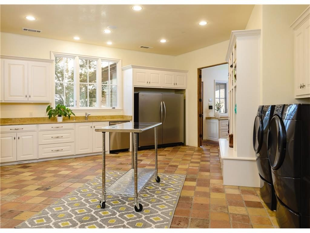 2252 king fisher laundry room