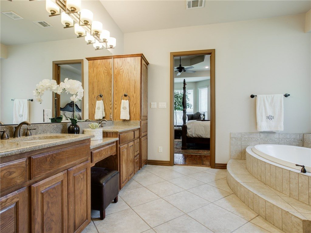 2505 lake ridge rd master bath