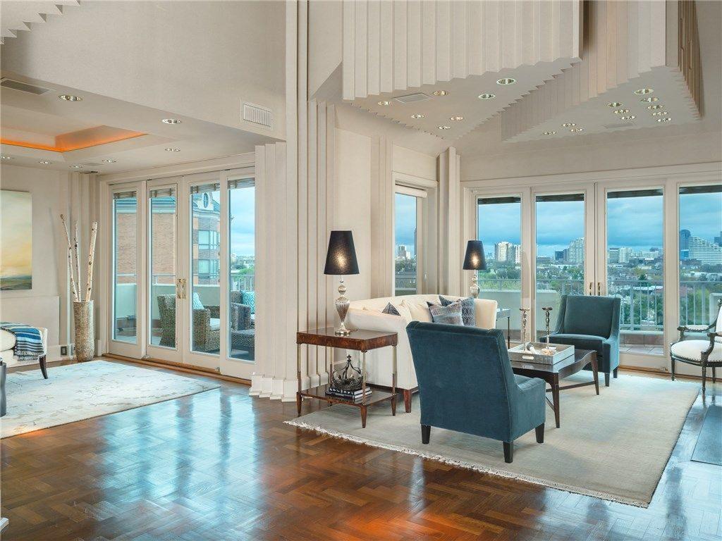 Living room in zig-zag glory