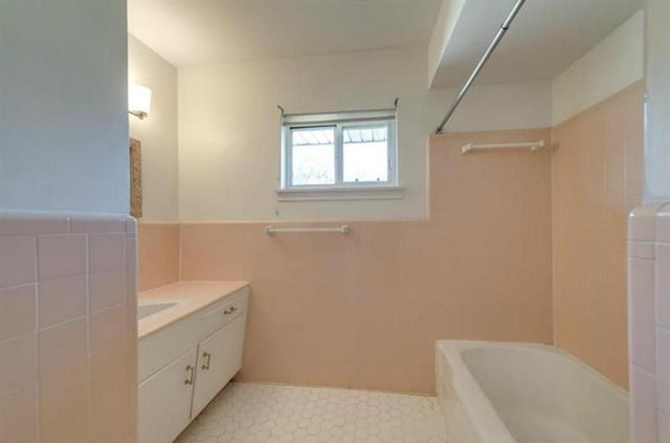 11023 Pinocchio Pink bath