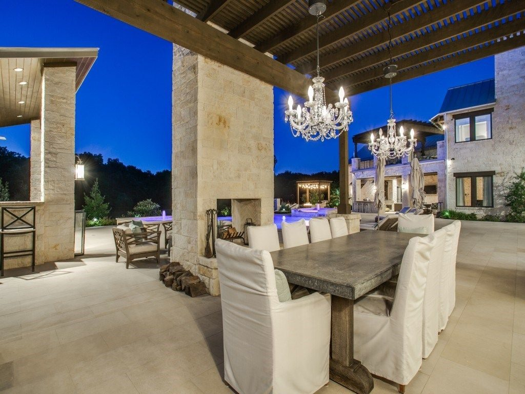 Outdoor Living Soars to New Heights Here | Candy's Dirt on Exclusive Outdoor Living id=22427