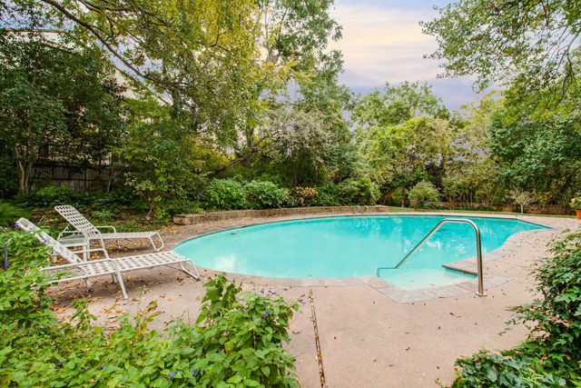 3756 Armstrong Ave - Pool