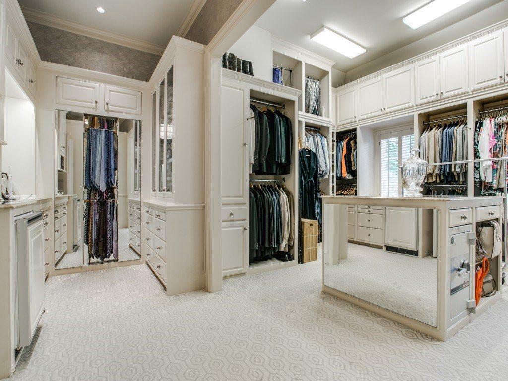 3900 Miramar master closet