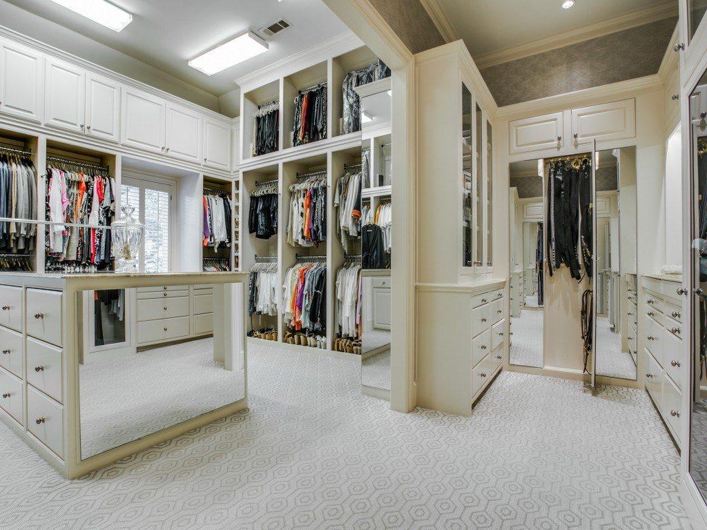 3900 Miramar master closet 2
